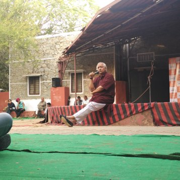 The legendary Bunker Roy giving a talk at Barefoot College , Tilonia