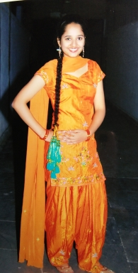 Dressing up for fests - planning it a few days in advance with friends was a fun activity. This is perhaps the only time in my life that I have worn a parandi. I have never had long hair and the thought of pulling this off had me buzzing in excitement.